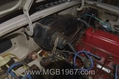 1967_MGB_GT_engine_050