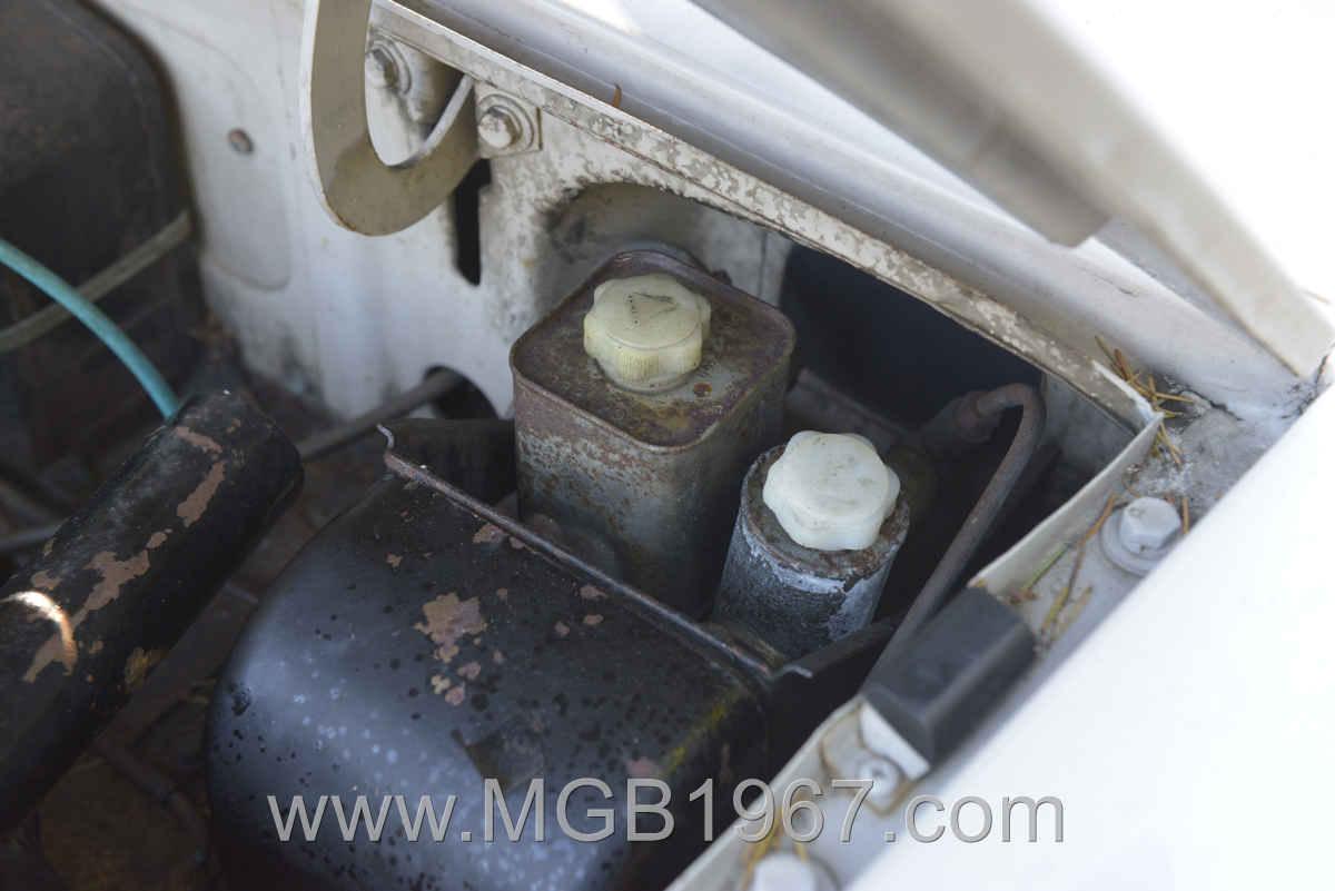 1967_MGB_GT_engine_003