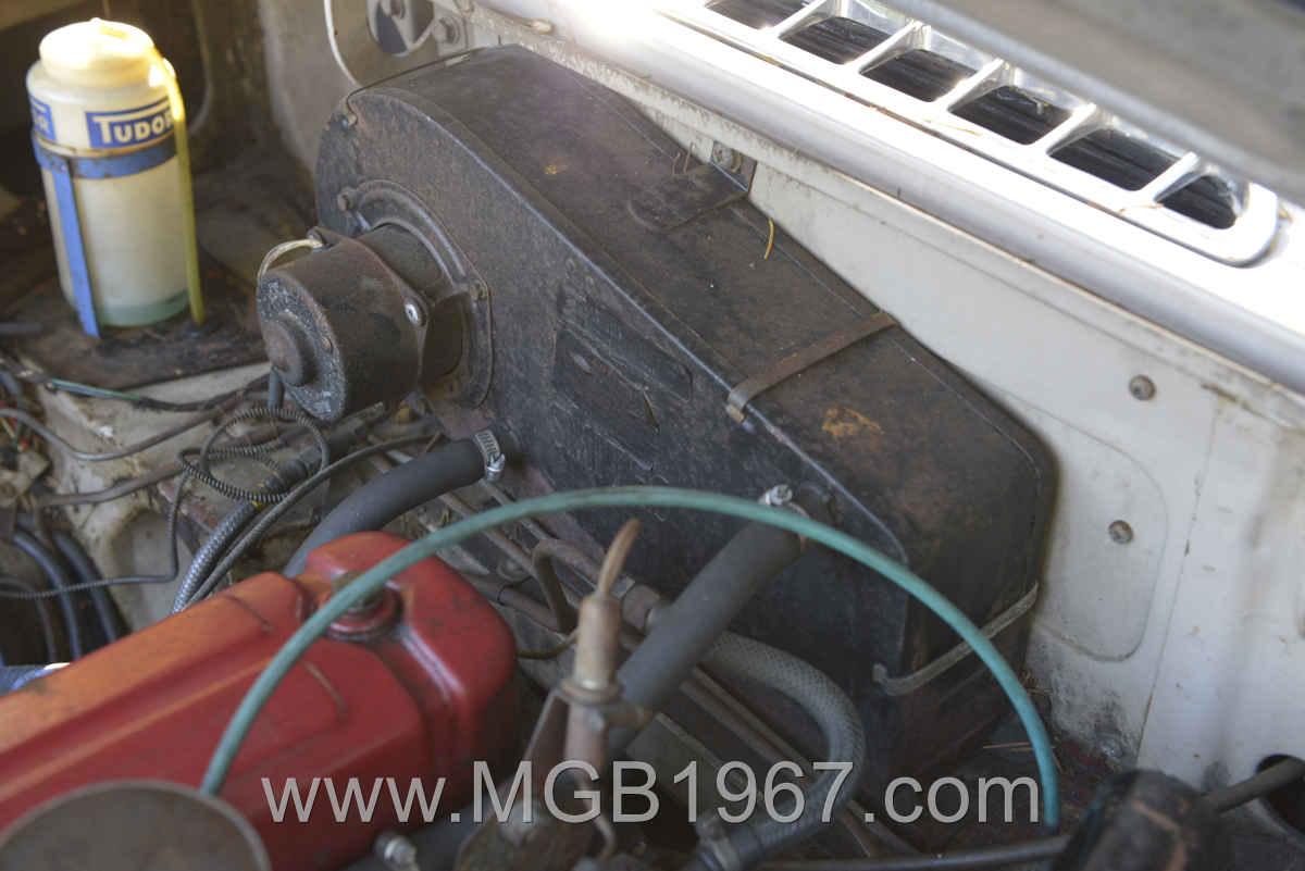 1967_MGB_GT_engine_004
