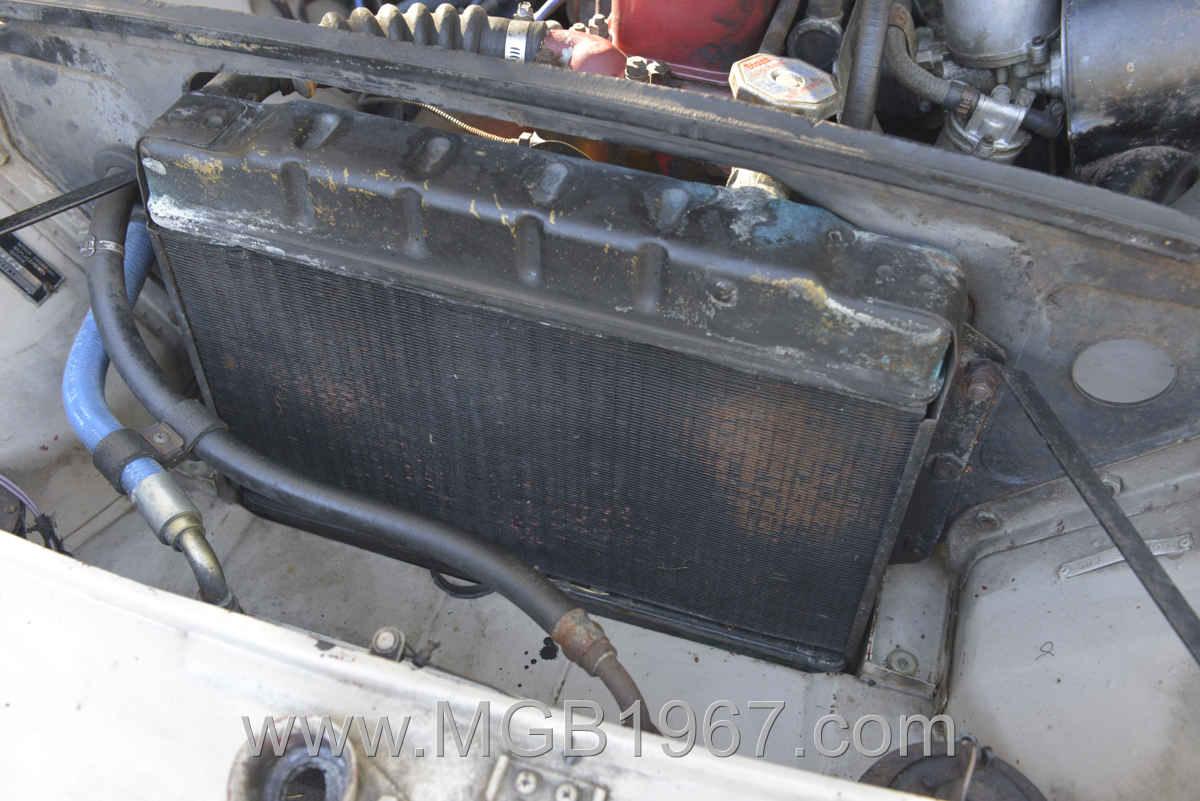 1967_MGB_GT_engine_005