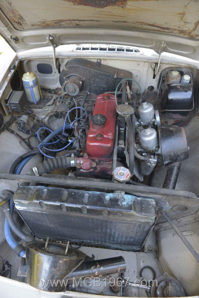 1967_MGB_GT_engine_020