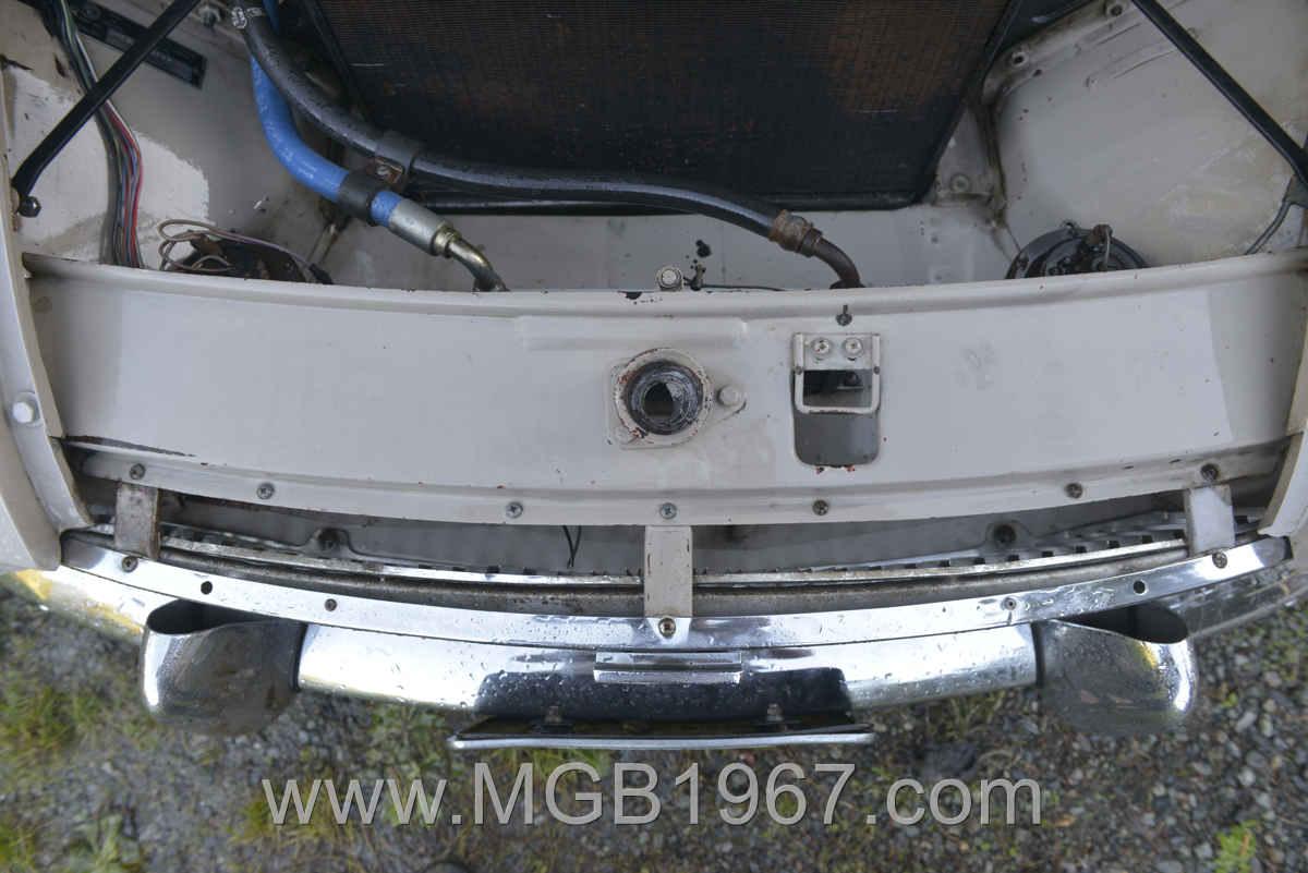 1967_MGB_GT_engine_040