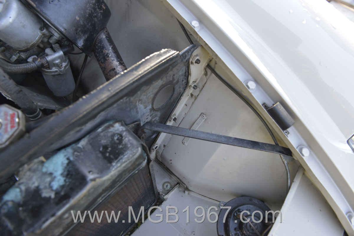 1967_MGB_GT_engine_044