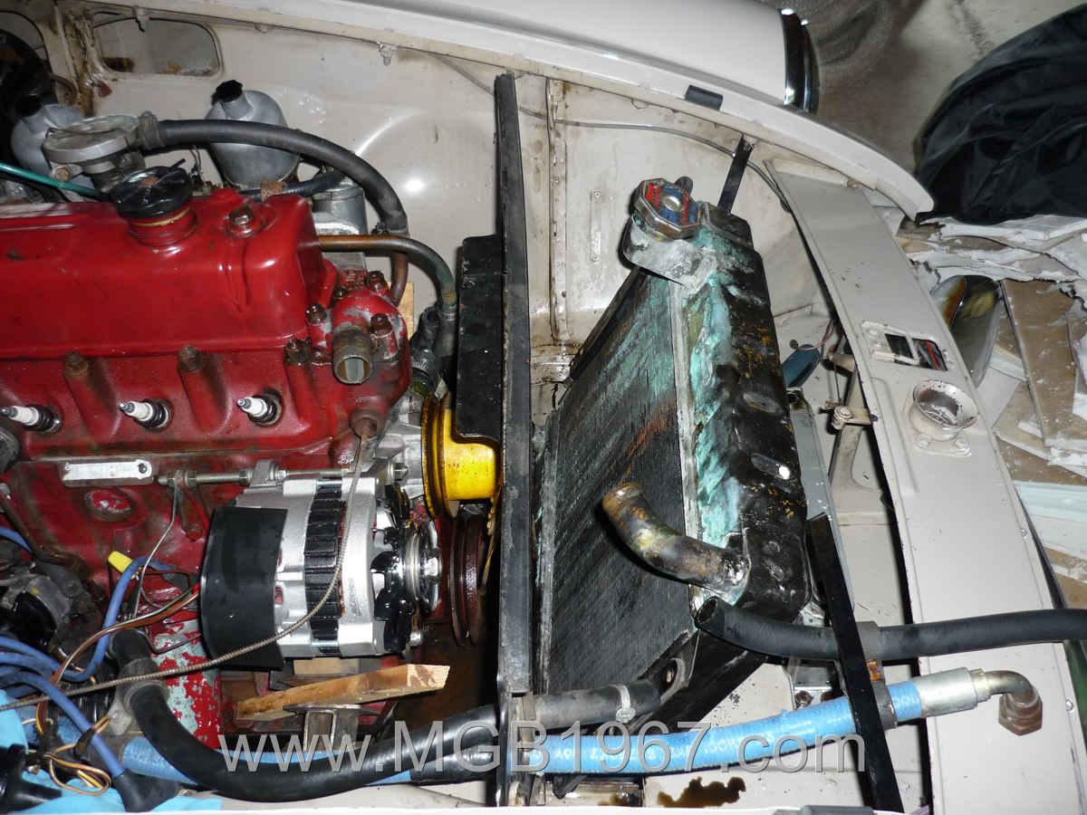 1967_MGB_GT_engine_066