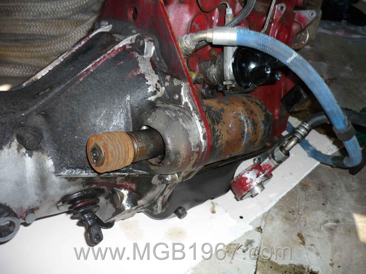 1967_MGB_GT_engine_080