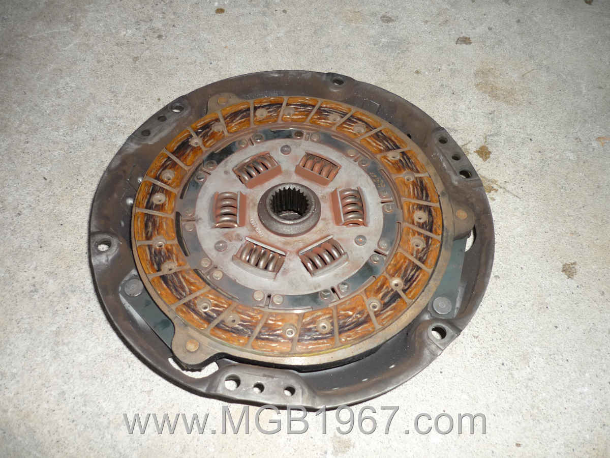 1967_MGB_GT_engine_086